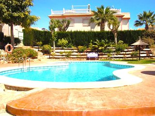 2 Bed House / 2 Bathrooms / A/C / 2 Pools / Playa Flamenca