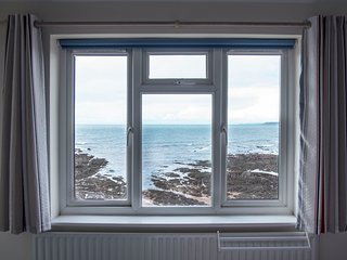 Thurlestone, nr Salcombe, South Devon - large 3 bed apt right on the beach!