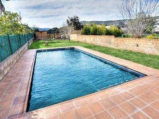 Preciosa casa con gran Jardín y piscina pirvada