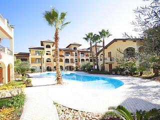 Degas, appartamento di lusso con piscina e strepitosa vista lago