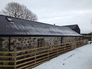 Idyllic, quirky 3bedroomed stone barn conversion.Rhosfawr. Pwllheli. Sleeps 6