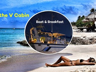 Boat & Breakfast in Aruba - The Forwar Cabin - Be different: sleep on the water!