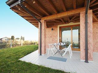 Villetta spaziosa e luminosa con vista mozzafiato sul Lago di Garda.