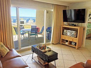 C104*Beach House Condo*ON the beach! Sleeps 8.