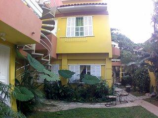Residencial de apartamentos para 2 a 6 personas a 150 metros de la playa.