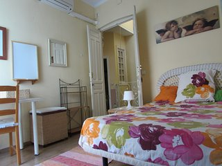 Casa con encanto situada en pleno centro historico de Sevilla.