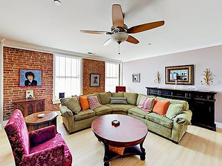 Unique, Historic 2BR – 6th Floor City Views, Centrally Located Downtown