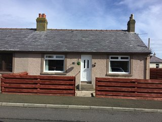 Charming totally refurbished cottage with sea view and enclosed garden