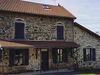 Gite Via Nova 2-12 personnes, Monts d'Auvergne
