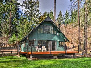 White Salmon Cabin with Views & River Access!