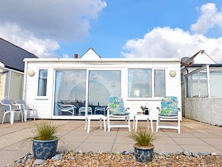 Beach Cottage in Pevensey Bay with glorious sea views