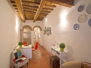 1 bedroom Apartment in San Gimignano, Tuscany, Italy : ref 5605339