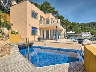 Begur Villa Sleeps 6 with Pool Air Con and WiFi - 5246719