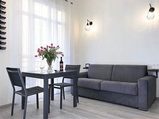 Nice Center Flat - Central Location, Modern and Fully Renovated, AC, Balcony