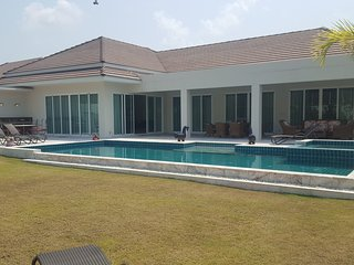 MODERN LUXURIOUS VILLA! GREAT MOUNTAIN VIEW! CLOSE TO LEADING BANYAN GOLFCOURSE!