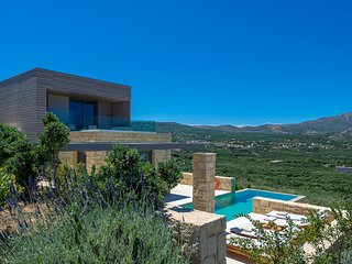 Dream holiday hideaway with contemporary design in a  peacefull enviroment