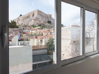 Stylish 1 bdrm Apartment in Plaka with Acropolis view