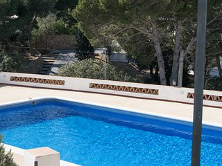 Apartment with communal pool located 1.5 km from the Sa Tuna beach