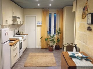 Light & cosy flat in a friendly and non typical Bordeaux's area.