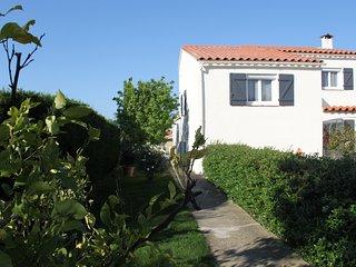 Suite parentale dans villa type mediterraneenne