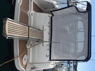 rent motor boat Sea Ray Sundancer 375