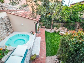 Private villa with mini pool in Taormina center