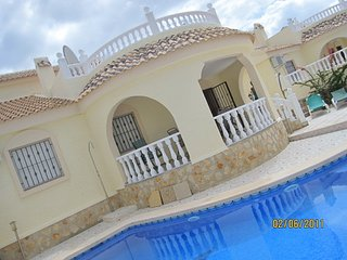 3 bedroom villa with private pool and enclosed garden