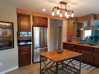 4 or 5 Bedroom LUXURY in Old Town Cottonwood!Close to SEDONA Perfect for Groups!