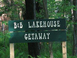 B & B Lakehouse Getaway
