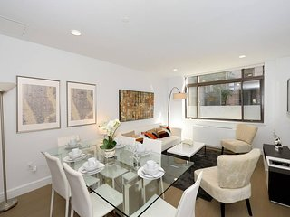 Spacious and modern 2 beds/2 baths near Times Sq
