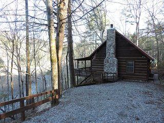 Secluded 2 Bedroom Rustic Vacation Cabin on the Toccoa River in Blue Ridge, GA