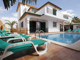 Riad Serpa ambiente mourisco com 4 quartos em suite piscina,ar condicionado WIFI