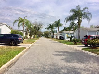 Orlando holiday home, 10 minutes from Disney, gated community with pools