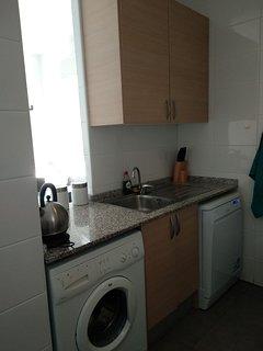 Cocina con lavavajillas, lavadora...