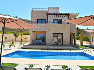 Latchi Beach - 4 Bedroom Villa - Amazing Sea Views - Private Pool - Roof Terrace