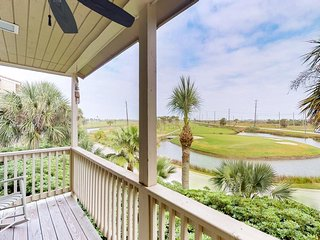 Cute condo with balcony overlooking golf course - minutes from the beach