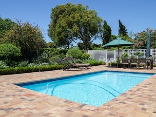 Ailsworth Garden View Cottage - Great for Touring Cape Town & the Winelands