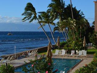 Highend Oceanfront Condo AC 55' flat screen/wifi/Oceanside Pool