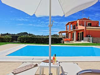 Villa Senses: A modern villa with pool, amazing terraces and views, overlooking