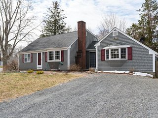 NEW LISTING! Quaint, family-friendly home w/private deck, great location