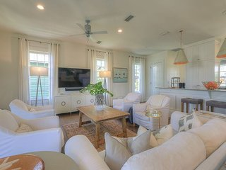 Abaco Pearl Cottage - Private Pool, 1 Minute Walk to Beach on S. Side of 30A!