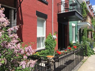 Plateau Mont Royal (Double Bed L2) Steps from downtown Montreal