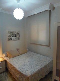 (Dormitorio 2) con cama de matrimonio