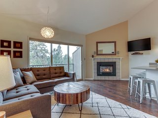 NEW LISTING! Modern condo w/shared pool & hot tub - close to town & Mt Bachelor!