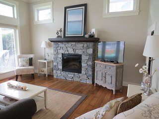 Location, Location, Location at Amazing Qualicum Landing!