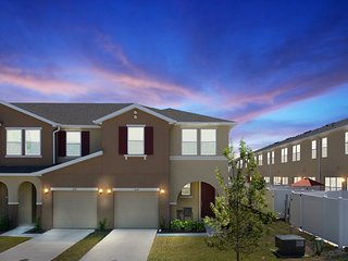 Four Bedrooms w GameRoom Close to Disney 5134A
