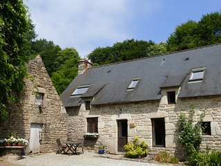 Mulberry cottage is a beautiful 2 bedroom stone cottage (sleeps 5)