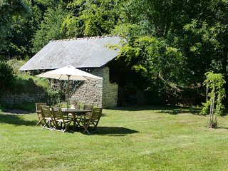Cottage with large shared heated pool set in 30 acres