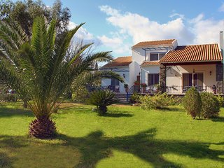 Villa Lefka - Stunning Seaside villa in Corfu with Private Lush Gardens
