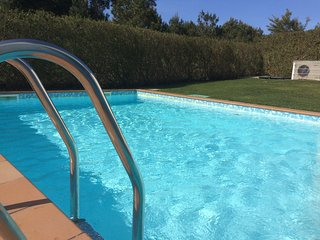 Luxurious, detached 3 bed & bath villa: big garden, wifi and heated pool